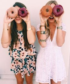 Pin by madison fahle on inspiration best friend photos, best friend photogr Cute Friends, Best Friends, Image Tumblr, Tumblr Bff, Best Friend Photography, Artsy Photos, Bff Pictures, Donut Pictures, Best Friend Pictures