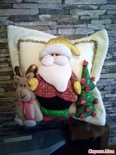 Christmas 2019 : Christmas decorations 2019 - 2020 that you can make with felt Beautiful Christmas Decorations, Felt Christmas Decorations, Felt Christmas Ornaments, Noel Christmas, Christmas 2019, Christmas Stockings, Christmas Crafts, Xmas, Felt Patterns Free