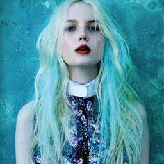 Blond turquoise seapunk - Comment les filles stylées portent le rainbow hair - Elle
