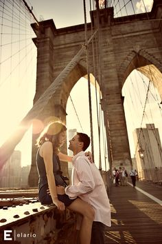 brooklyn bridge engagement session | Joe Elario Photography