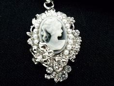 Cameo Pendant Women Austrian Crystal Necklace Silver Plated New #Unbranded