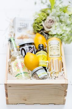 Wooden Crates Gifts, Wood Crates, Wooden Gift Boxes, Homemade Gifts, Diy Gifts, Party Gifts, Gift Hampers, Food Themes, Diy Box