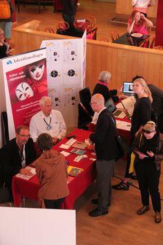 Besökare och utställare på Kulturjobbsmässan.