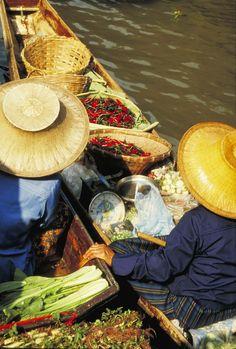 Damnern Saduak Floating Market in Bangkok