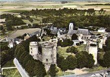 Château de Blandy-les-Tours  Le château de Blandy-les-Tours est un château fort médiéval situé sur la commune de Blandy-les-Tours dans le département de Seine-et-Marne, non loin du château de Vaux-le-Vicomte. Le château est situé au cœur du village de Blandy. Depuis son acquisition par le conseil général de Seine-et-Marne, il a fait l'objet de plusieurs campagnes de restaurations et de fouilles archéologiques. Le château fut construit du XIIIe au XIVe siècles. D'après certaines légendes…
