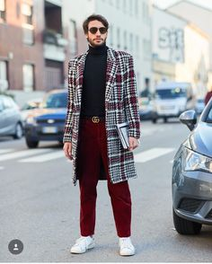 As Men's Fashion Week wrapped up in Milan, we couldn't help but obsess over the street style. Over the course of the past couple of seasons, street style has b Mens Fashion Week, World Of Fashion, Men's Fashion, Blazer Fashion, Sneakers Fashion, Outfits Hombre, Male Outfits, Sneakers Street Style, Men Street