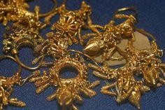 "Golden Earnings Neo-Assyrian empire - 9th Century B.C. Nimrud ""Ancient Kalkhu"" - Queen tomb"
