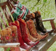 love me some cowgirl boots!