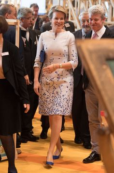 Queen Mathilde of Belgium visits the 2017 Frankfurt Book Fair (Frankfurter Buchmesse) on October 2017 in Frankfurt am Main, Germany. The 2017 fair, which is among the world's largest book fairs, is open to the public from October Royal Fashion, Look Fashion, Fashion Outfits, Womens Fashion, Plus Size Cocktail Dresses, Work Dresses For Women, Royal Dresses, Royal Clothing, Church Outfits