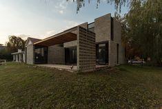 PRO.CRE.AR. PERROUD | AToT Arquitectos House Property, My House, Lofts, Cabana, Casa Top, Warehouse Design, Bali, Concrete Houses, House Layouts