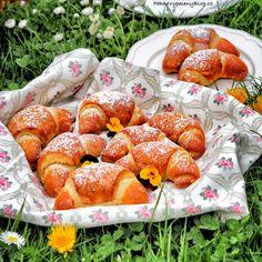 Kynuté loupáky s lískooříškovou pomazánkou – PĚKNĚ VYPEČENÝ BLOG Pretzel Bites, Nutella, Rolls, Strawberry, Bread, Vegetables, Fruit, Recipes, Food