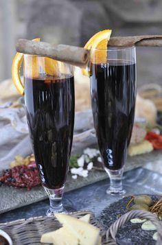 Bli dagens helt i skibakken - med verdens beste hjemmelagde glühwein! Alcoholic Drinks, Beverages, Red Wine, Smoothies, Coffee Maker, Recipies, Food And Drink, Glass, Lodges