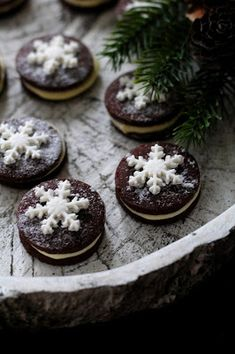 Kakkuviikarin vispailuja!: Itsetehdyt Domino-keksit No Bake Cookies, Baking Cookies, Cheesecake, Pudding, Desserts, Food, Tailgate Desserts, Deserts, Cheesecakes