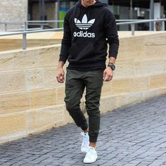 Guys Back to School Fashion - Casual Comfy Outfit - Adidas hoodie + Joggers + Adidas Stan Smith Sneakers Mode Man, Hipster Man, Herren Outfit, Mode Masculine, Men Street, Fashion Essentials, Mode Outfits, Boy Fashion, Fashion For Men