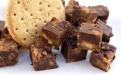 Sweets/lekkers – Page 2 – Kreatiewe Kos Idees Chocolate Traybake, Chocolate Fudge, Melting Chocolate, Digestive Cookies, Oreo Fudge, Fudge Cookies, Kos, Mcvities Digestive, Deserts