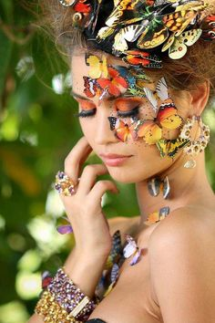 Beautiful colorful pictures and Gifs: Butterfly Photos-Mariposas fotografia Madame Butterfly, Butterfly Kisses, Butterfly Art, Butterfly Photos, Butterfly Makeup, Butterfly Costume, Butterfly House, Paper Butterflies, Monarch Butterfly