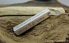 Schlüsselanhänger mit individuellen Familiendaten, Geschenke für Papa / gift idea for dads: key chain with personalised family dates made by Zwergenschmuck via DaWanda.com