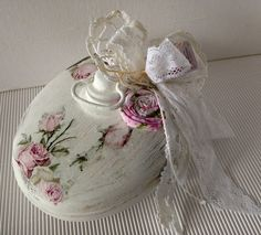 All Details You Need to Know About Home Decoration - Modern Shabby Chic Kunst, Shabby Chic Cafe, Estilo Shabby Chic, Shabby Chic Bedrooms, Shabby Chic Style, French Fabric, Handmade Accessories, Soft Colors, Design Elements