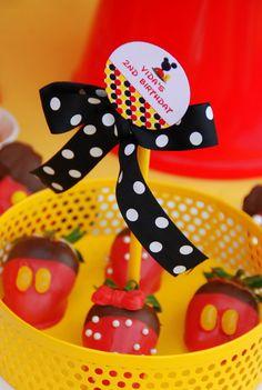 Fresa con chocolate con diseño de mickey mouse