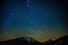 Beautiful picture of the last night's Orionid meteor shower near Aspen in the state of Colorado.
