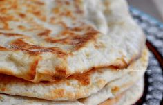 Cheese Naan au fromage, la recette! Beignets, Buffet, Brunch, Bread, Cheese, Cooking, Butter Chicken, Ethnic Recipes, Moment