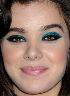 Close-up of Hailee Steinfeld at the 2015 iHeartRadio Music Festival.