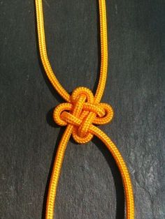 How to tie a celtic square knot guidecentral thnigs pinterest fabriquer une variante du noeud carr nico matelotage ccuart Images