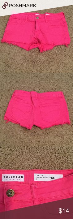 Pink Bullhead Shorts These Pink shorts are very cute and have the frayed look to them! These are in great condition! Willing to trade depending on the item! Bullhead Shorts Jean Shorts