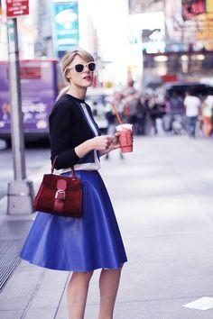 Sofie nero blu bianco New York Fashion Week day 3 Whimsical Fashion, Retro Fashion, Love Fashion, Trendy Fashion, Fashion Beauty, Womens Fashion, Red Lace Cocktail Dress, Parisian Chic, Complete Outfits
