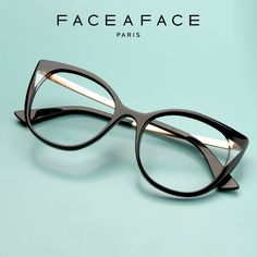 Enjoy the versatile expression of each concept, created by colours and light effects, which will change if you turn the frame just slightly. Surprising volumes and shapes emerge, only visible from one spot. __________ #FACEAFACE_paris __________ #ANOUK #paris #frames #designer #handmade #instaglasses #fashion #accessories #glasses #design #eyewear #faceaface #montures #lunettes #opticalframes #ACETATEframes #handmade #faceaface
