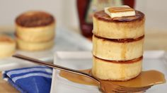 These Japanese style pancakes redefine brunch! There are and but after this video the only aspirational hashtag you'll want to use . Pancakes Recipe Video, Japanese Pancake, Japanese Fluffy Pancakes, Souffle Pancakes, Popsugar Food, Tasty, Yummy Food, Mayonnaise, Food Videos