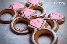 Кольцо с бриллиантом  #пряник #кольцо #бриллиант #подарок #день #рождения…