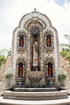 Shrine in in Valladolid...shells and hand painted pottery...two of my favorite things. Perhaps I must visit this place someday.