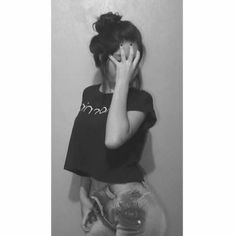 Teenage Girl Photography, Photography Poses Women, Girl Photography Poses, Best Photo Poses, Girl Photo Poses, Cute Girl Poses, Cute Girl Photo, Teen Poses, Girl Hiding Face