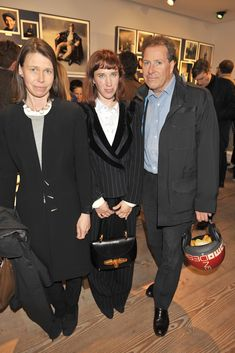 These 3 people are the children of Antony Armstrong-Jones, Lord Snowdon - Lady Sarah Chatto, (left), David, Viscount Linley (right) and their half-sister (same father, different mother)  Lady Frances von Hofmannsthal, formerly Lady Frances Armstrong-Jones.