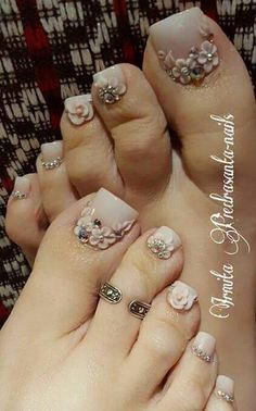 Ideas Pedicure Nail Art Toenails Spring For 2019 Pretty Toe Nails, Cute Toe Nails, Fancy Nails, Bling Nails, Pedicure Designs, Pedicure Nail Art, Toe Nail Designs, Fabulous Nails, Gorgeous Nails