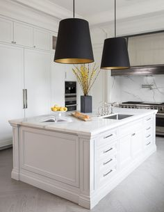 Interior design kitchen dark and kitchen design companies scotland. Interior Design Kitchen, Timeless Kitchen, Home Decor Kitchen, Classic Kitchens, House Interior, Home Remodeling, Kitchen Design, Kitchen Remodel, Home Decor