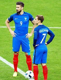 Clémence Giroud x Antoine Griezmann France Antoine Griezmann, National Football Teams, Men's Football, Rugby Players, Football Players, Champion Du Monde Foot, Uefa European Championship, Soccer Guys, Soccer Stars
