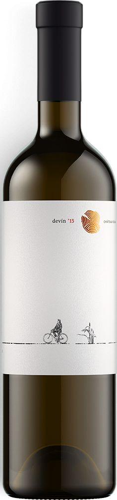 Výnimočný DEVÍN zo Strekova z vinárstva Chateau Rúbaň nájdete v našej ponuke ..... www.vinopredaj.sk .....  Sýtejšia zeleno-zlatistá farba vína odzrkadľuje viskozitu vína. V zdržanlivej vôni prevažuje korenistosť nad arómou žltého ovocia a ťažkej vône kvetov.  Chuť je jemne nasládla so šťavnatou ovocnosťou doplnenou s pikantnými ovocnými  kyselinami s neodmysliteľnou mineralitou.  #vino #devin #strekov #chateauruban #ruban #wine #wein #inmedio #ochutnaj #taste #winesofslovakia #milujemevino