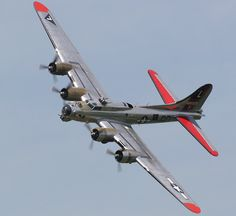 Highlights of the Yankee Air Museum 'Thunder Over Michigan' Airshow