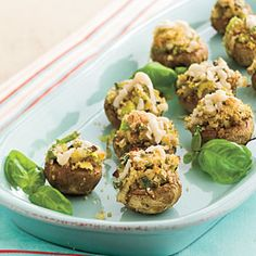 40 Party Appetizer Recipes Start your party off right with these easy recipes for dips, spreads, finger foods, and appetizers. women beauty and make up Best Party Appetizers, Finger Food Appetizers, Easy Appetizer Recipes, Yummy Appetizers, Easy Recipes, Party Snacks, Appetizer Party, Appetizer Dishes, Thanksgiving Appetizers