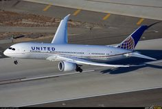 United Airlines Boeing 787-8 Dreamliner departing LAX