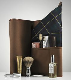 Upgrade your bike gear with the Dewar's and Freeman's Sporting Club Travel Bag. The classic. Mode Masculine, Sharp Dressed Man, Well Dressed Men, Le Male, Its A Mans World, Men's Grooming, Classic Leather, Gentleman Style, Travel Bag