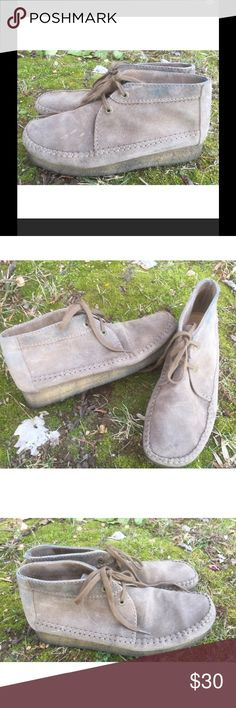 Clarks Originals Suede Weaver Men's Boots 9 Clarks Originals Suede Weaver Boots, 9. Some minor marks, and discoloration around the top. May be able to clean up, not really noticeable when wearing with pants. Nice overall condition and smoke free home. Thanks! Clarks Shoes Chukka Boots