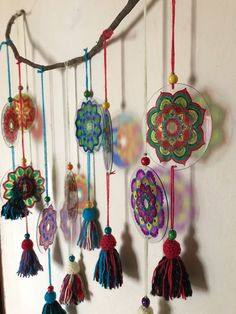 Mandalas con Cds Cd Crafts, Arts And Crafts, Cd Recycle, Recycled Cds, Cd Diy, Old Cds, Nursery Artwork, Pamper Party, Yarn Bombing