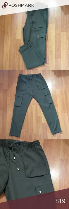 H&M green loose cargo style pant jogger H&M green loose cargo style pant jogger size 8  Measurements  15in waist  38in length 20in hip H&M Pants Straight Leg