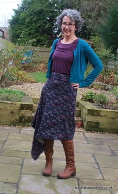 MIY Tapton skirt - asymetrical knit skirt with foldover waist Knit Skirt, Lace Skirt, Diy Wardrobe, Jersey Skirt, Skirt Patterns Sewing, Badger, Sewing Projects, Knitting, Skirts