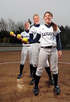 softball team poses | berman_softballpitchers-portrait_4-12_001