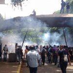 Brutal represión deja varios heridos por lacrimógenas en la UCV 4May - http://wp.me/p7GFvM-GVw