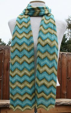 Chevron Scarf, free pattern on Ravelry (I'd choose a more subtle contrast in colors. JR)